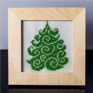 Tablou cu brad (verde crud) – cusut manual