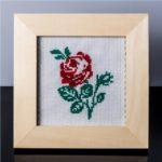Tablou cu trandafir rosu – cusut manual