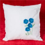Perna cu flori albastre